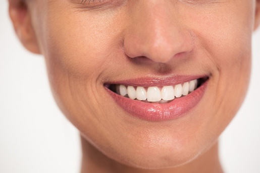 As an experienced South Surrey dentist, we provide cosmetic Dentistry to make you smile with white teeth