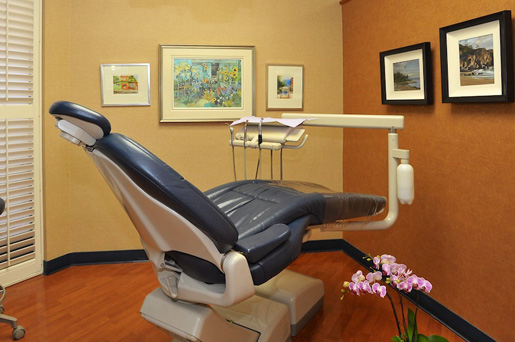 Dental chair photo by white rock dentist clinic